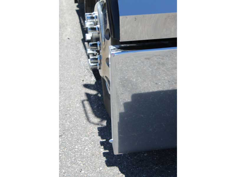 Kenworth W900 Boxed End Bumper with Tow Holes