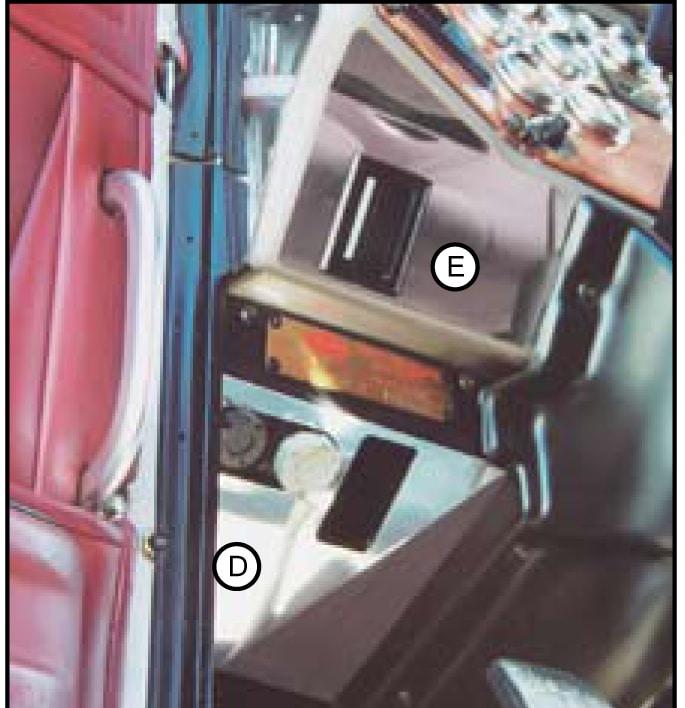 Peterbilt 379 Lower Dash Trim Above Fuse Door 01